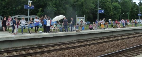 Bahnsteigaktion für den RE-Halt in Biesenthal 2016